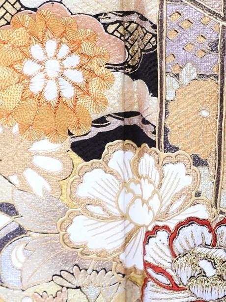 貝桶と松竹梅の黒留袖