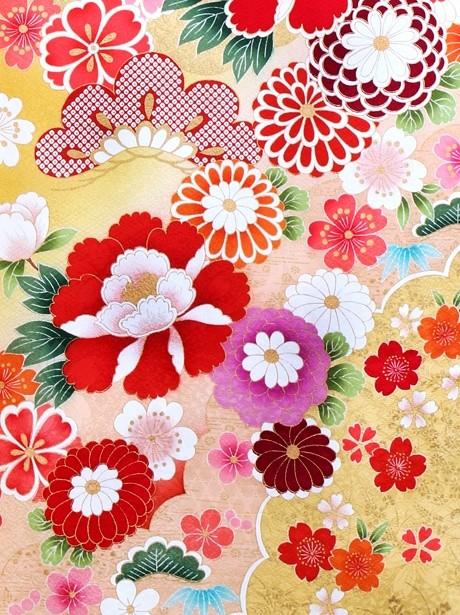 辛子色に鞠と菊に牡丹の振袖