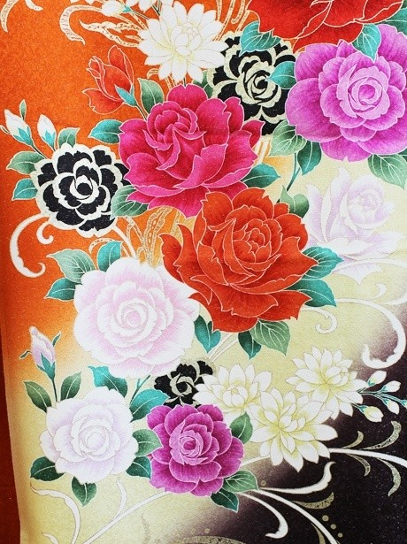 オレンジ色に薔薇の振袖