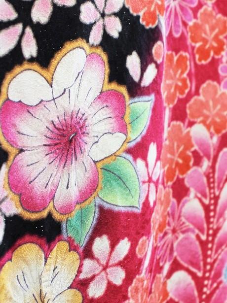 黒地に裾ピンクの辻が花風の振袖/小さめサイズ